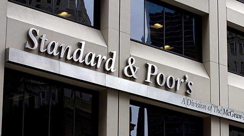 La perspective stable reflète l'opinion de Standard and Poor's selon laquelle la Polynésie française, grâce notamment à une situation politique récemment stabilisée, sera à même de mettre en œuvre des mesures d'économie lui permettant de maintenir de fortes performances budgétaires et de réduire son endettement.