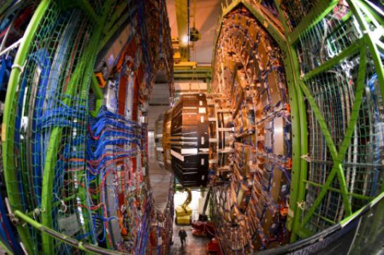 Le plus grand accélérateur de particules prêt à pousser la physique vers l'inconnu