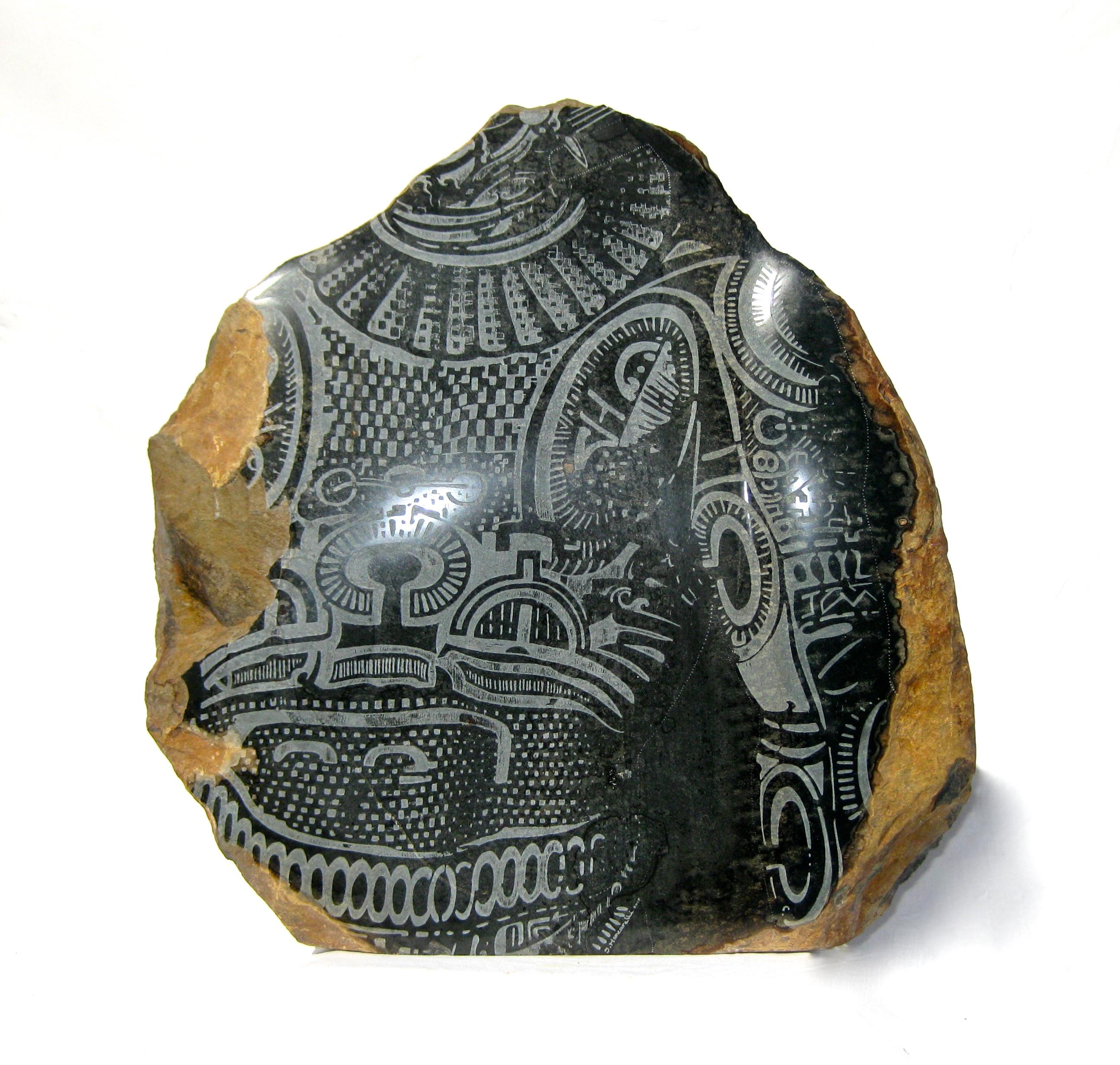 """Gravures et sculptures composent """"Tatau"""", un bel hommage rendu aux arts traditionnels."""