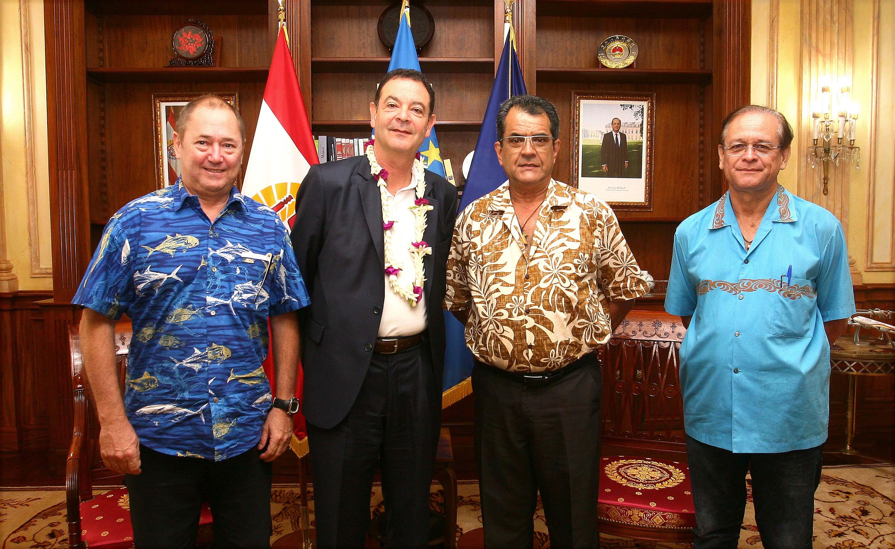 Le Président s'entretient avec le président directeur général de l'IRD