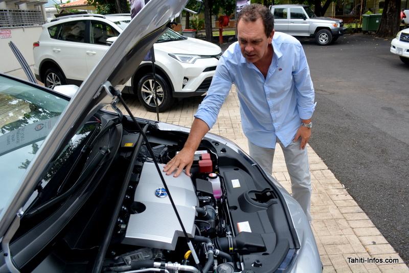 Le moteur hybride de la Prius, et derrière la Rav4