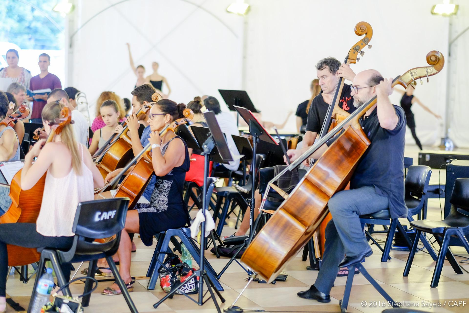 L'orchestre symphonique, dirigé par le maestro Simon Pillard. (Photo : Stéphane Sayeb)