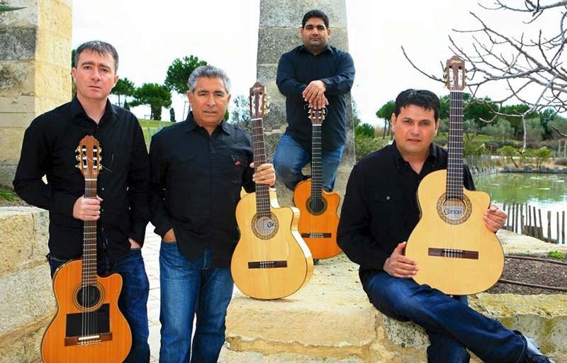 Kiko (deuxième en partant de la gauche) est l'ancien chanteur du groupe mythique des Gispsy Kings.