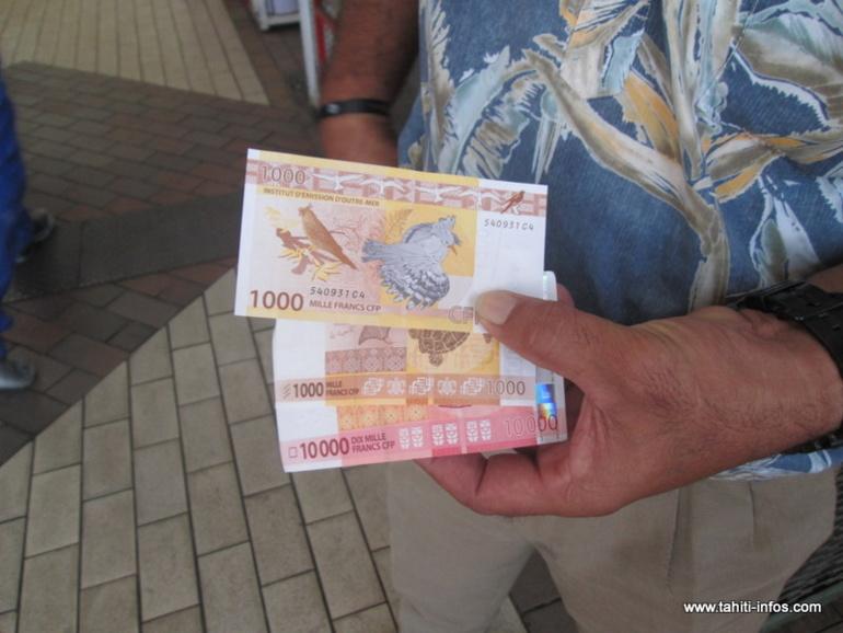 Tarifs bancaires : les prix augmentent pour faire un virement en agence