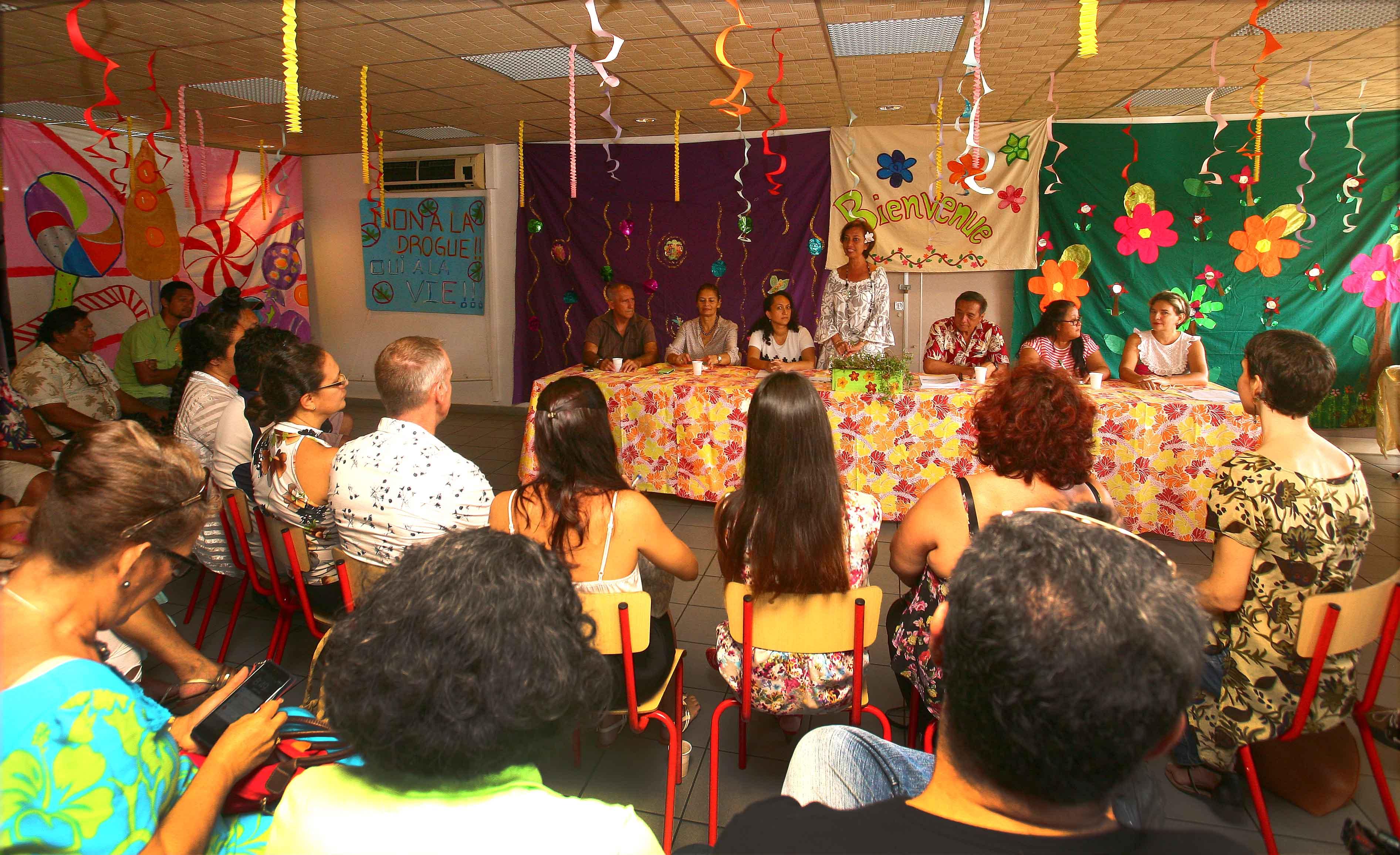 Lors de la cérémonie de remise des attestations, jeudi matin, en présence du maire de Papeete, Michel Buillard.