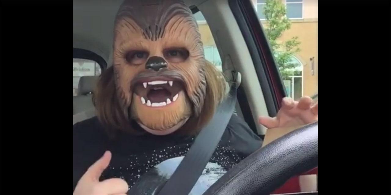 Affublée d'un masque de Chewbacca, une Américaine devient un phénomène internet