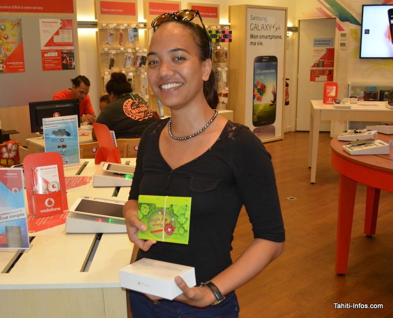 Laetitia Mao remporte un iPhone 6+ au jeu Vodafone Numéro Fétiche 13