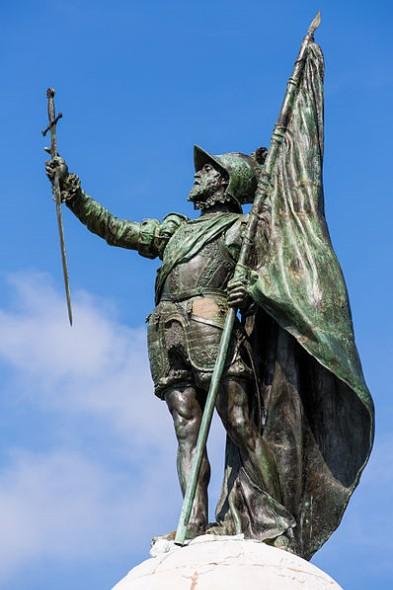 Au cœur de la ville de Panama, sur l'avenida Balboa, entre les gratte-ciel de la cité financière et le Pacifique, une statue est érigée en hommage au premier homme à avoir traversé l'isthme sud-américain.