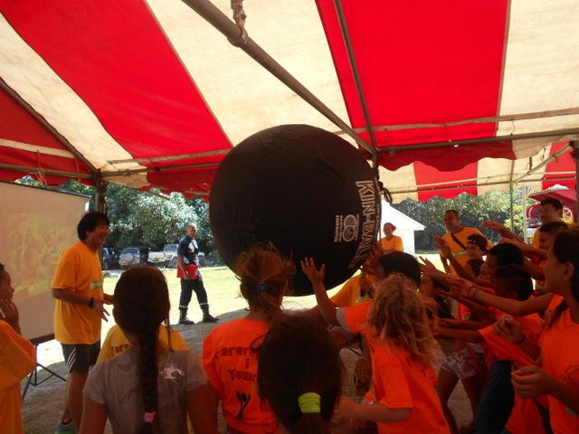 À l'issue des épreuves sportives, les enfants de Moorea ont passé le relai à leurs amis de la Nouvelle-Calédonie