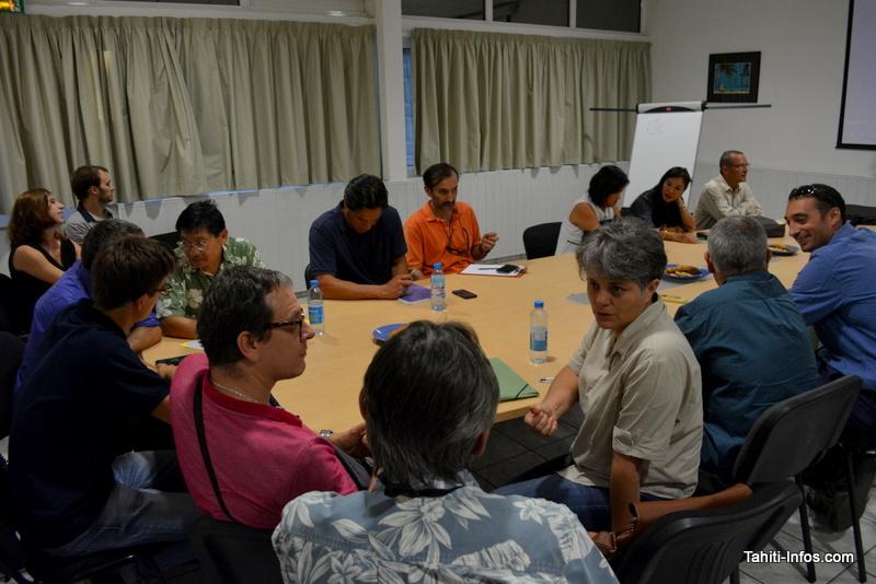 Une réunion organisée par le Cluster juste avant le cocktail
