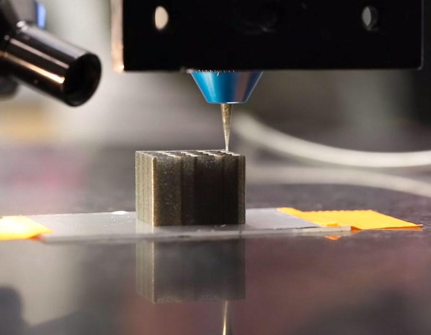 Les imprimantes 3D sont des imprimantes qui permettent de fabriquer des objets (chaussures, chaises, voitures, carapaces de tortues, tableaux de maître, de tissus humain…) à partir de fichiers d'instructions.