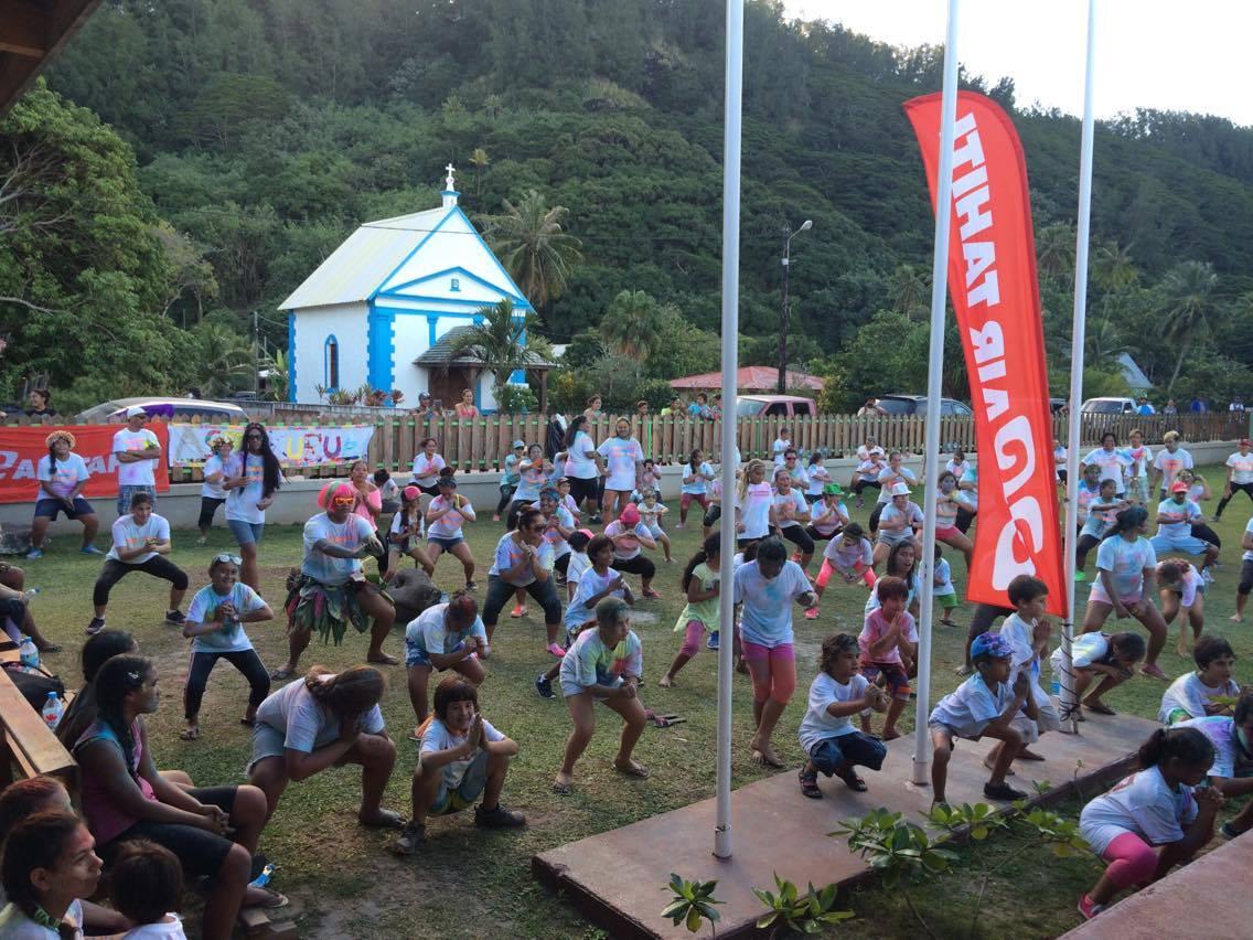 Tous les participants ont continué leurs efforts avec une séance de fitness et de zumba dans les jardins de la mairie.