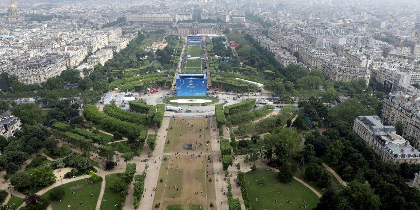Euro-2016: la grande fan zone de la Tour Eiffel est ouverte