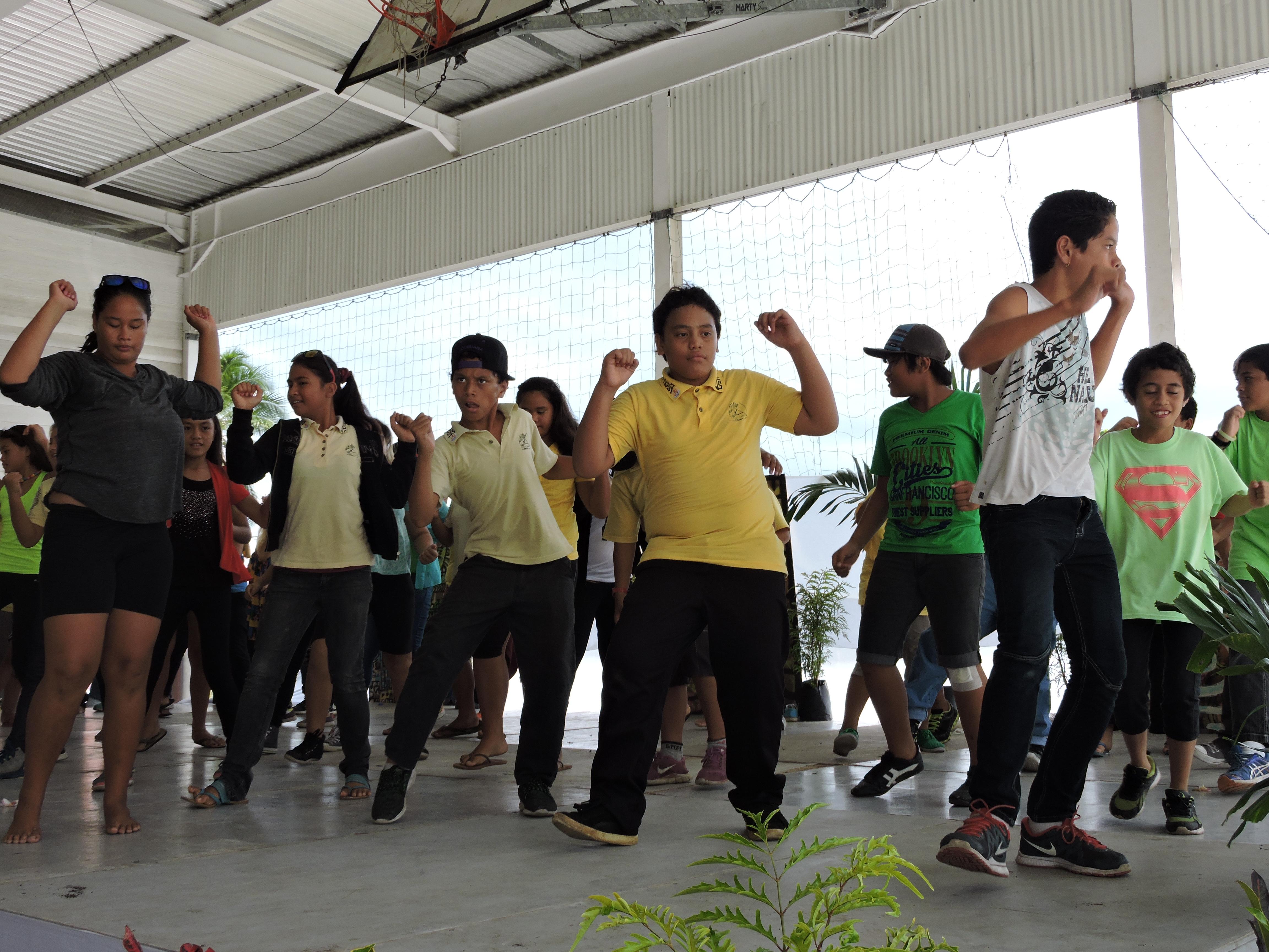 Les élèves de 6e ont dansé devant le public.