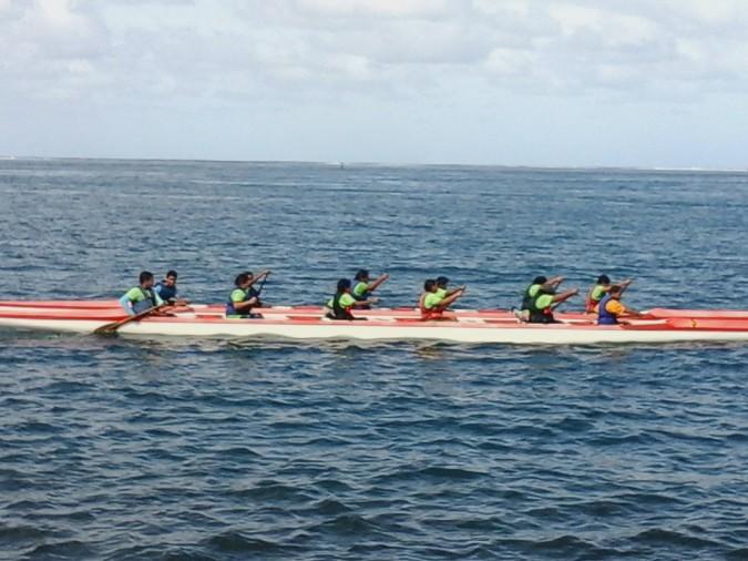 Le Va'a Tauati comporte 12 place, il est adapté au sport scolaire