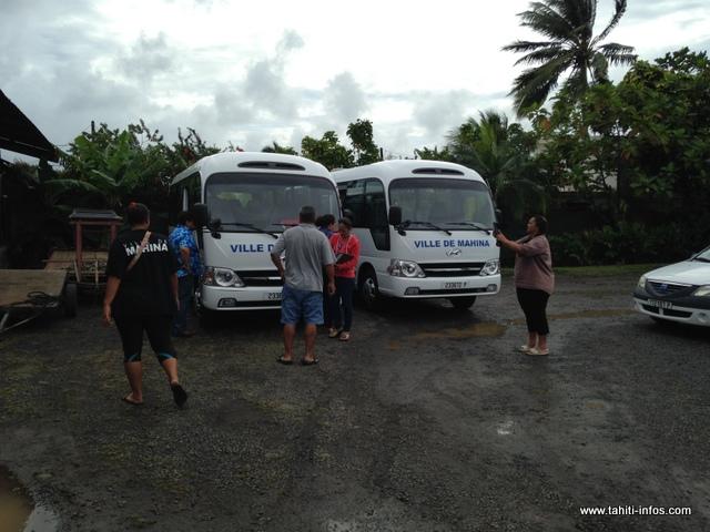 La réception des deux nouveaux minibus s'est faite vendredi dernier à la mairie de Mahina