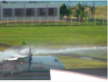 Feu sur le moteur n° 2 lors de l'intervention des pompiers. (Photo : BEA)