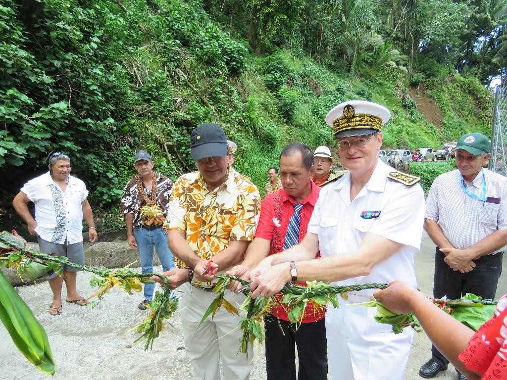 Inauguration par le Haut-Commissaire du nouveau réseau d'eau potable d'Omoa à Fatu Hiva
