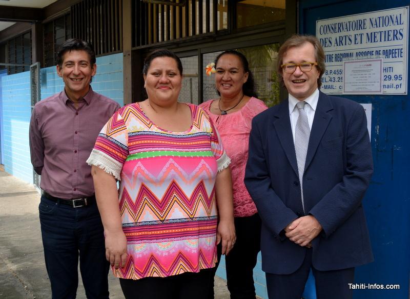 L'administrateur général du Cnam (tout à droite), Olivier Faron, avec ses équipes polynésiennes : Christophe Gomez, Graziella Terorotua et Vaihere Gineste.
