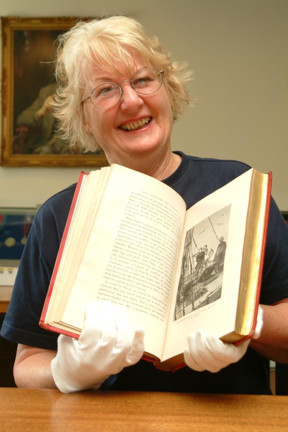 Joan Druett, l'auteure de Tupaia, en dédicace à Tahiti