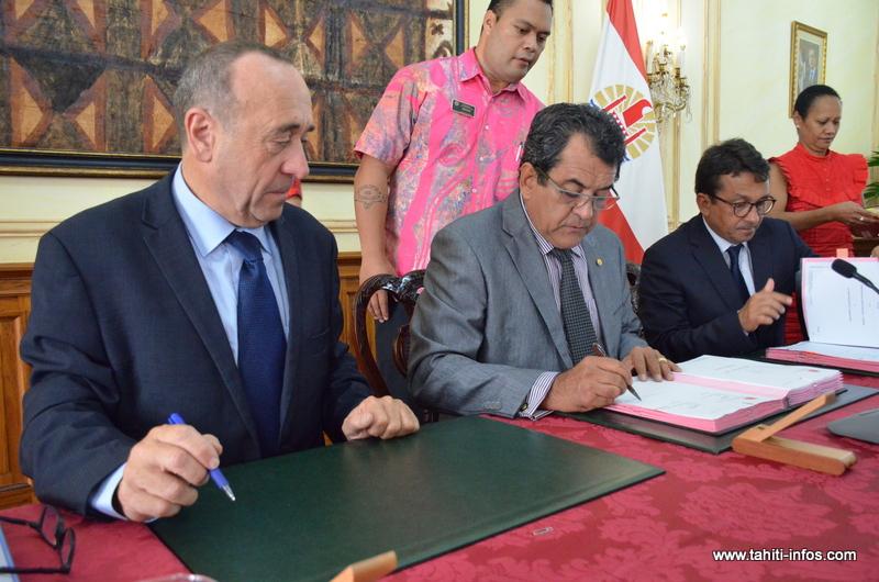 Les contrats ont été signés en début de matinée hier par le président Fritch et le vice-président Nuihau Laurey avec Dominique Mirada, le directeur des Outre-mer du Groupe Caisse des Dépôts et Consignations.