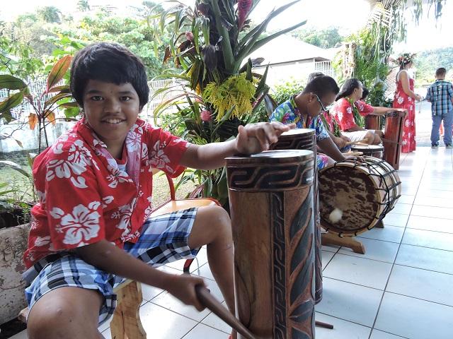 Les invités de la journée polynésienne ont été accueillis en musique par des enfants de l'IIME, qui ont visiblement le sens du rythme.
