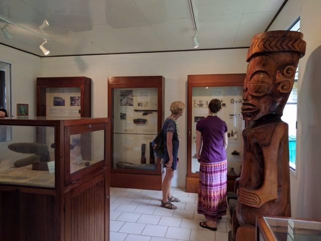 Le nouveau musée  contient des objets ethnographiques marquisiens dont certains sont des pièces originales.