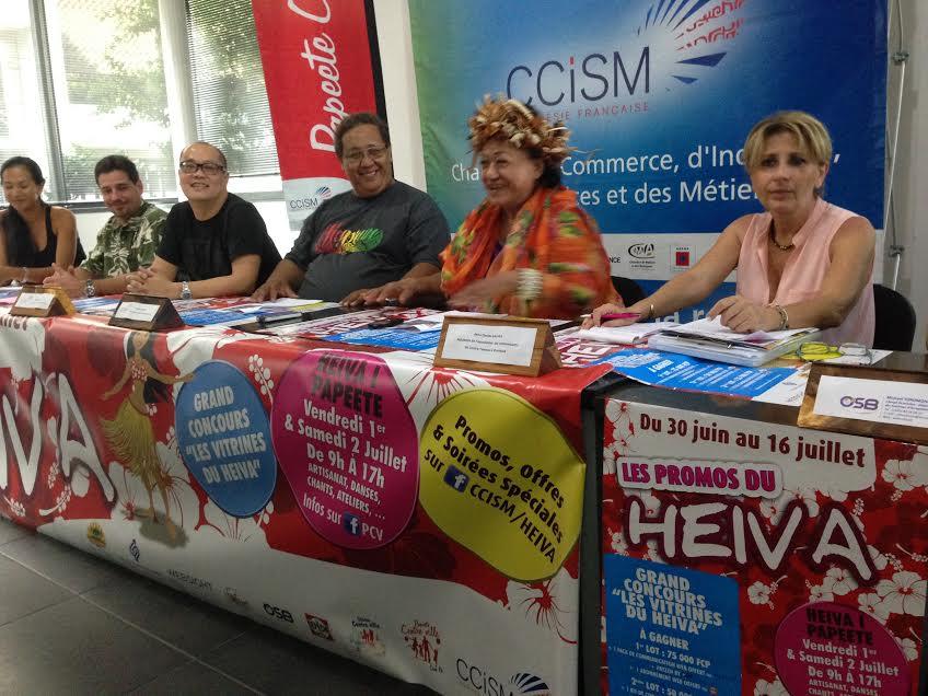 Clotilde Gautier (tout à droite), présidente de l'association des commerçants, à l'occasion de la conférence de presse du Heiva des commerçants. (Crédit photo : CCISM).
