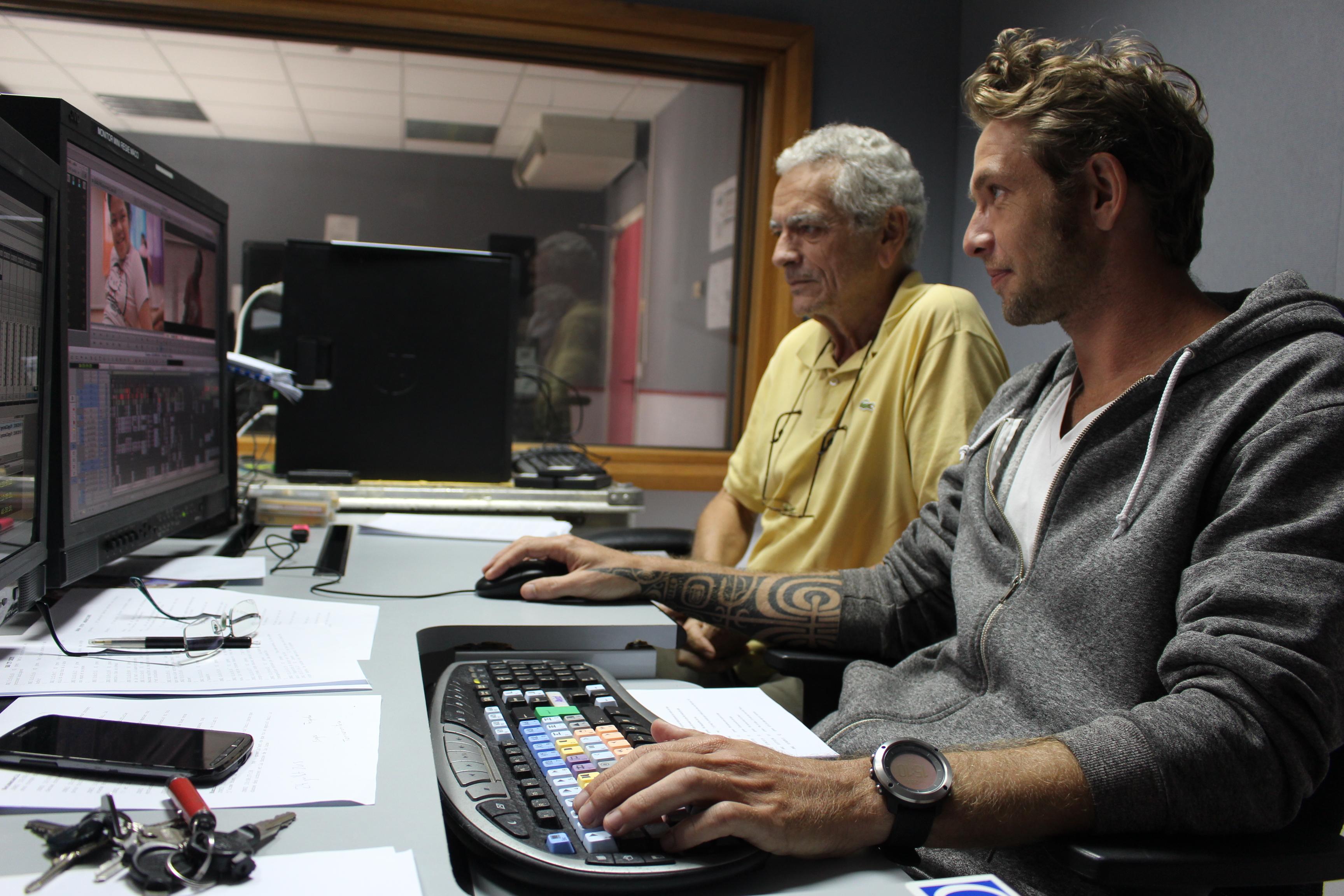Julien Markt, monteur aux côtés de Jacques Navarro-Rovira, réalisateur. Ils montent le documentaire qui devrait s'intituler Alors on danse, en hommage à la chanson de Stromae.