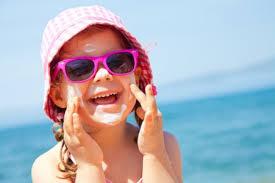 Eté et jeunes enfants : pensez aux lunettes, oubliez les bouées