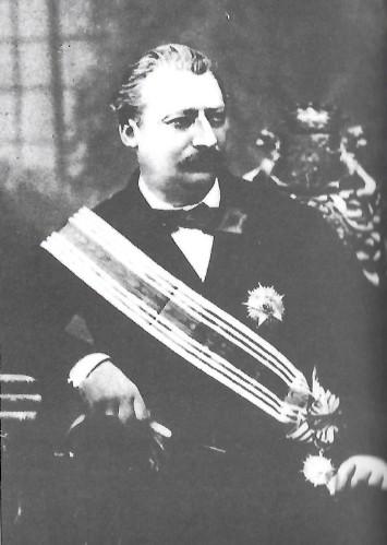 """Le marquis du Breil de Rays, dans sa tenue de """"souverain"""" de la Nouvelle-France océanienne : il n'avait jamais mis un pied dans notre région, mais son grand-oncle, Hilarion du Breil de Rays Port-Briand fit le tour du monde avec Lapérouse, en tant que second sur la Boussole."""