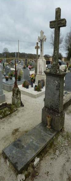 Voici ce que l'on peut lire sur la tombe du marquis : FAMILLE du BREIL de RAYS. ICI REPOSENT Monsieur Charles Bonnaventure Marie DUBREIL Marquis de RAYS Né le 2 janvier 1832 Décédé le 29 juillet 1893. Priez pour lui (ndlr : et sa fille Emelie Marie, morte à un an). Aucune allusion à Port-Breton…
