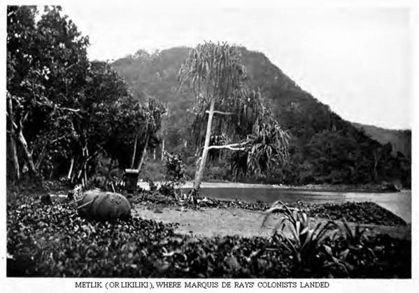 A Likiliki aussi, de restes de la tragique tentative de colonisation rouillèrent de nombreuses années sur la plage et dans la forêt avoisinante.
