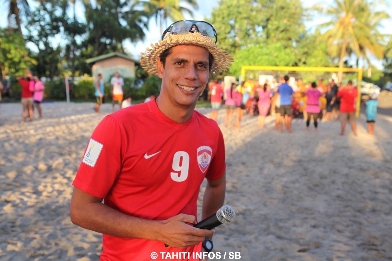 Naea Bennett a fondé la première école de beach soccer