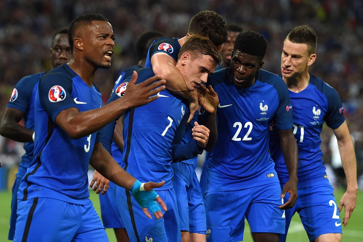 Euro-2016/Demies: à la mi-temps, la France mène grâce à un penalty de Griezmann