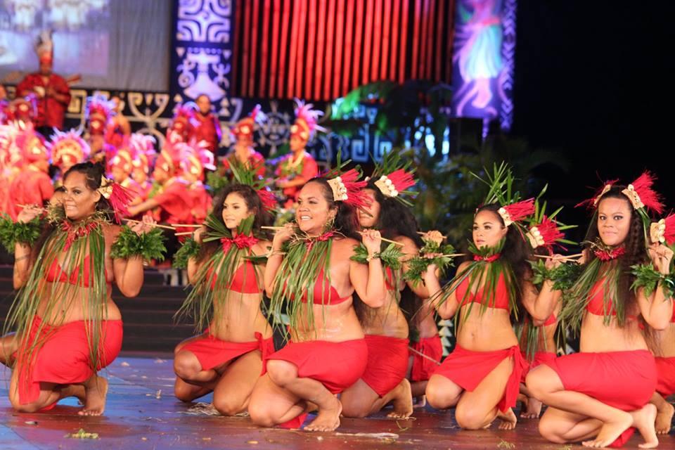 Une partie des danseuses de la troupe Tamarii Vaira'o en pareu.