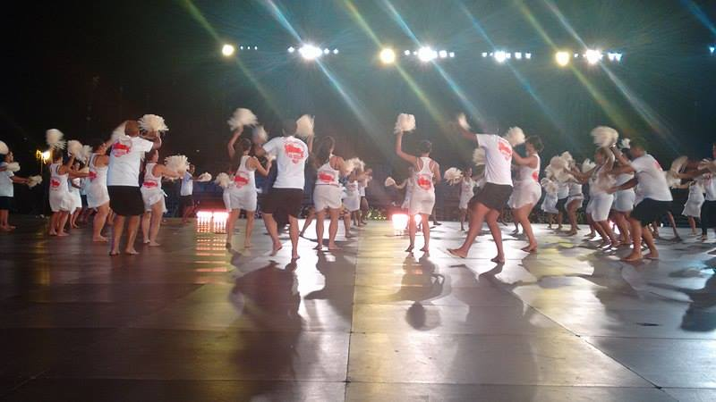 Plus de cent personnes, danseuses, danseurs ou encore batteurs sont arrivés directement de Bora Bora et représenteront leur district Anau ce samedi soir à To'ata.