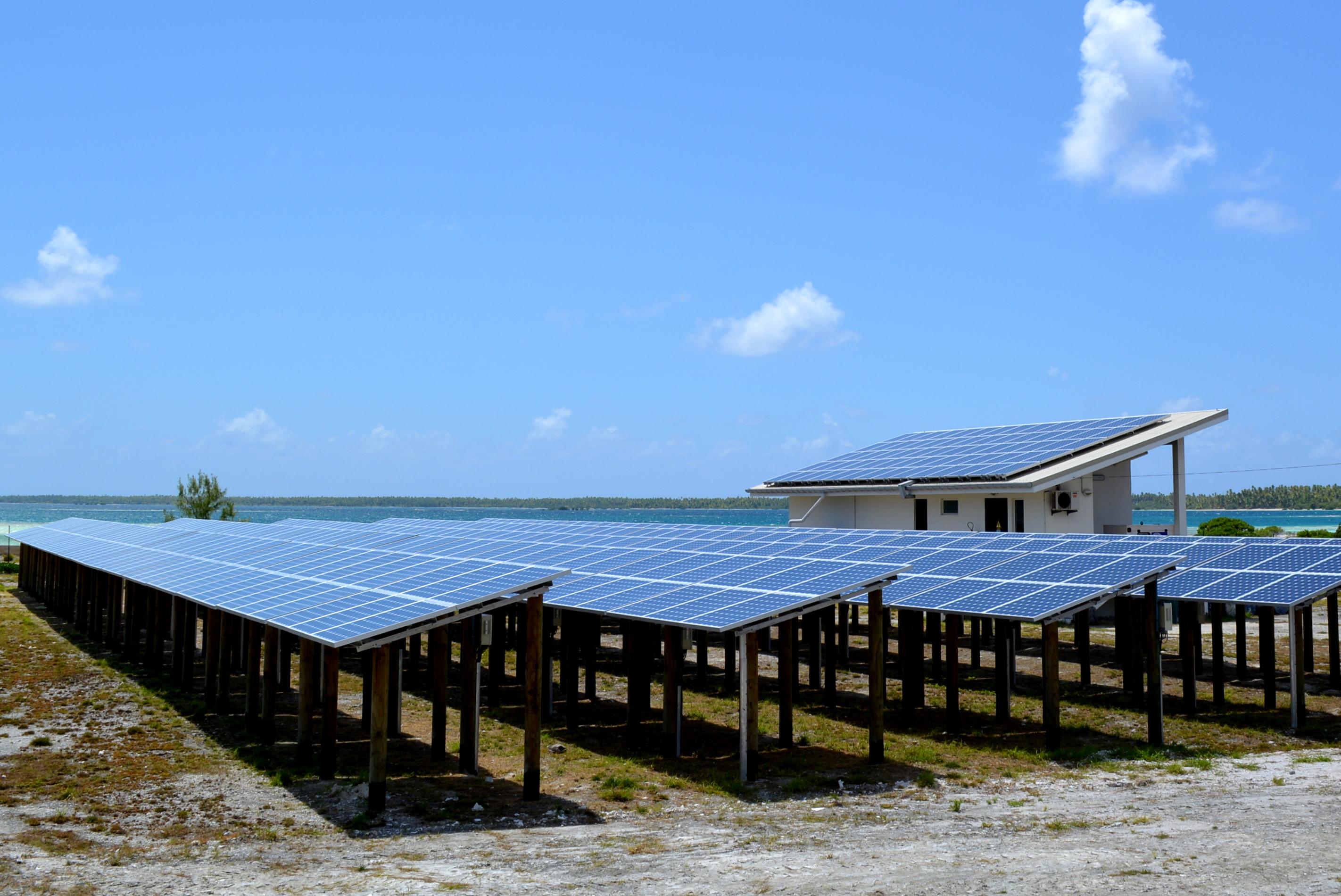 Des nouvelles centrales hybrides dans huit atolls ou îles des archipels éloignés