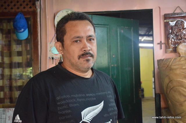 Teiki Ah-Scha, fils d'une malade décédée en 2005, vit toujours à Orofara.