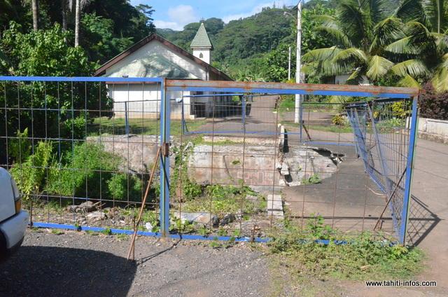 Lors des intempéries du mois de décembre, le pont à l'entrée du village d'Orofara a été détruit. Jusqu'à ce jour, rien n'a été fait. Les habitants se sentent mis à l'écart.
