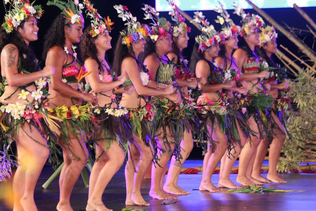 """Le groupe de danse de Bora Bora est monté pour la première fois sur To'ata samedi dernier. Tamarii Anau a présenté les """"symboles"""" auxquels il est rattaché."""