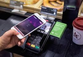 Lancement en France d'Apple Pay qui fait le pari du paiement par smartphone