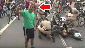 JO-2016 - Accident entre policiers devant la torche olympique