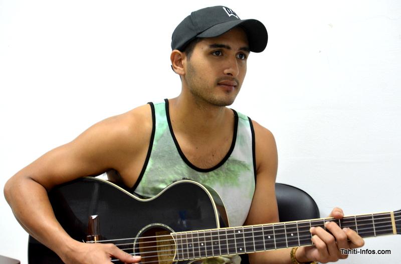 Très bon guitariste, Silvio Cicero est aussi auteur compositeur.