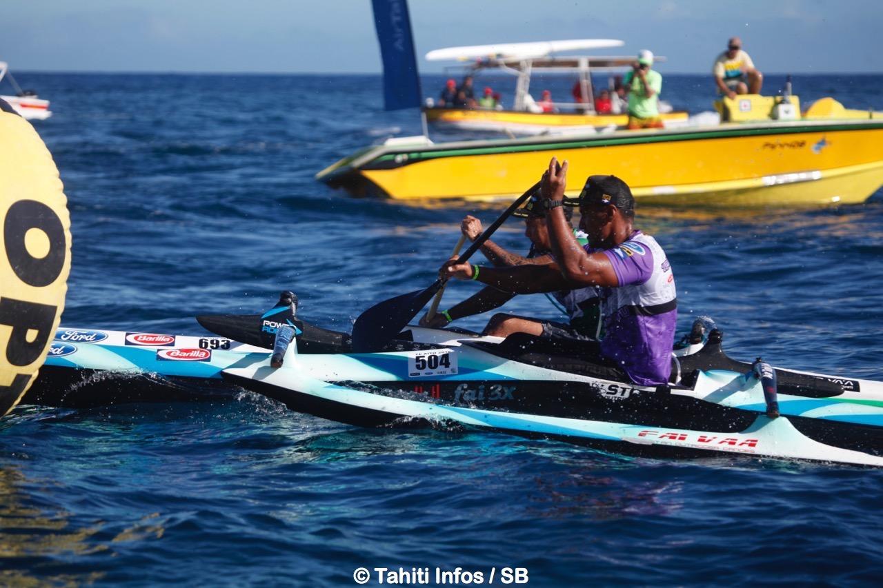 Rauhiri Varuahi et Teriimana Mapuhi à la lutte, c'est le premier qui remporte la course chez les vétérans