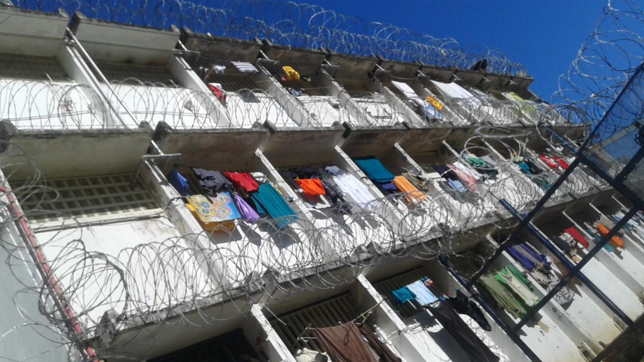 """Certains détenus de Nuutania condamnés à de longues peines sont parfois envoyés à Fleury Mérogis. Il arrive que certains reviennent """"sous influence"""""""