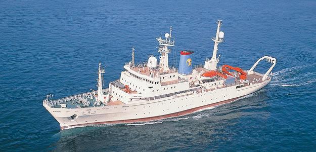 Le navire océanographique Hakuho-Maru.