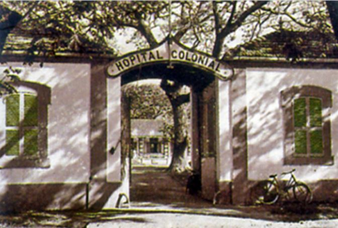 Entrée de l'hôpital colonial Vaiami