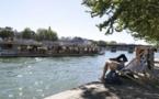 Canicule : les Français rasent les murs et boivent de l'eau