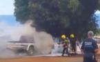 Une voiture prend feu au cimetière chinois de Arue